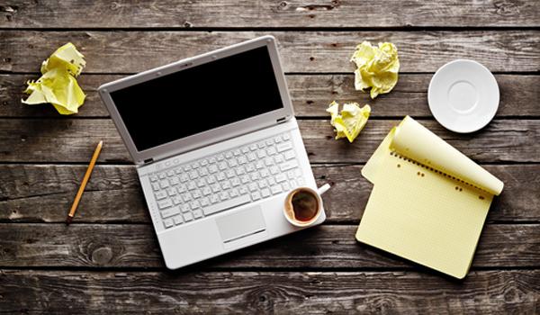 O segredo para concluir a escrita de um livro: criatividade, persistência e café. Muito café.